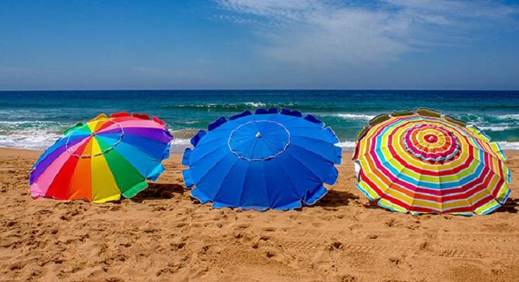 Qué debemos tomar en cuenta al buscar una sombrilla de playa